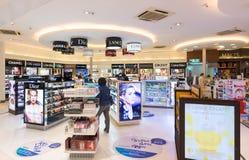 免税化妆用品精品店,曼谷国际机场 免版税库存照片