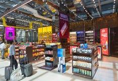 免税商店的,曼谷机场人们 库存照片