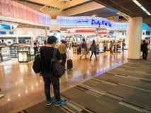 免税店在Donmueang机场 免版税库存照片