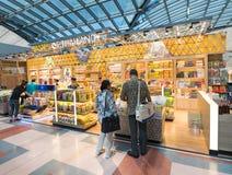 免税购物,素万那普机场,曼谷 免版税图库摄影