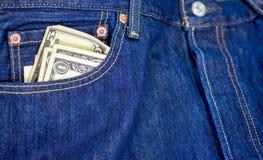 兑现黏附在一条牛仔裤外面的口袋 图库摄影