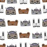 兔子、猫和熊孩子乱画面具无缝的样式 免版税库存照片