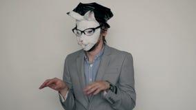 兔子变得极度兴奋在演播室,万圣夜概念的面具人 股票视频
