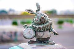兔子在东京迪斯尼手段,浦安,日本的字符雕象 免版税库存图片