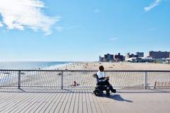 兔子岛纽约轮椅人被更新的码头 免版税库存照片