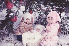 兔子帽子的孩子 免版税库存图片