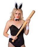 兔子服装的危险白肤金发的妇女有棒的 免版税库存照片