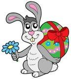 兔宝宝小的复活节彩蛋 免版税库存照片