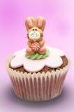 兔宝宝杯形蛋糕复活节 免版税库存照片