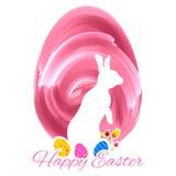 兔宝宝用在复活节卡片的五颜六色的鸡蛋 免版税图库摄影