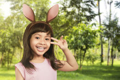 兔宝宝耳朵女孩年轻人 库存照片