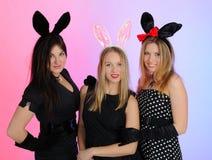 兔宝宝耳朵滑稽的女孩编组当事人 免版税图库摄影
