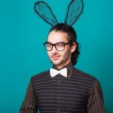 兔宝宝耳朵的时尚人 库存图片