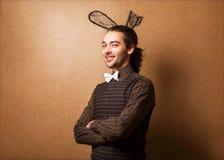 兔宝宝耳朵的时尚人 免版税库存照片