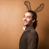 兔宝宝耳朵的时尚人 图库摄影