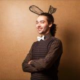 兔宝宝耳朵的时尚人 免版税库存图片