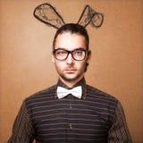 兔宝宝耳朵的时尚人 免版税图库摄影