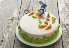 兔宝宝蛋糕 免版税库存照片