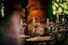 党、圣诞节、假日和婚礼的豪华表设置 库存照片