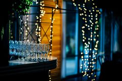 党、圣诞节、假日和婚礼的豪华表设置 库存图片
