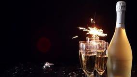 党构成图象 玻璃充满在黑桌安置的香槟 影视素材