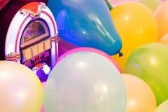 党气球五颜六色的背景 库存照片