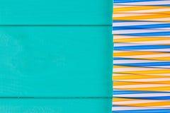 党的吸管在与拷贝空间的蓝色淡色背景 免版税库存图片