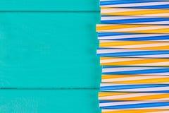 党的吸管在与拷贝空间的蓝色淡色背景 库存图片