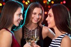 党的愉快的年轻女人 免版税库存图片