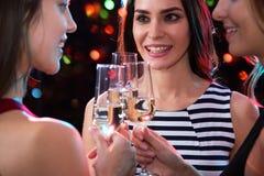党的愉快的年轻女人 免版税库存照片