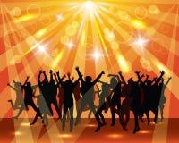 党的年轻跳舞人民。晴朗的背景。 免版税库存照片