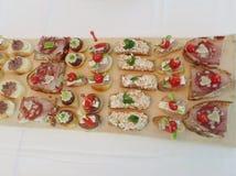 党食物开胃菜不同的三明治 免版税库存图片
