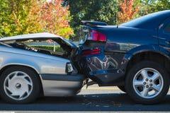 介入两辆汽车的车祸 免版税库存图片