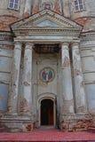 入口到18世纪里Cosmas和达米扬的寺庙在卡卢加州市,俄罗斯 免版税库存图片