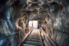 入口台阶在Turda盐矿 免版税库存照片