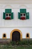 入口在一个transylvanian中世纪葡萄酒房子里,在Rimetea村庄,罗马尼亚 免版税库存图片