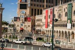 入口威尼斯式旅馆和赌博娱乐场视图  免版税图库摄影