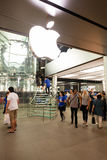 入口的买家在苹果计算机商店在香港 库存照片