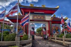 入口的外部对Anek Kusala Sala Viharn Sien中国寺庙的在芭达亚,泰国 图库摄影