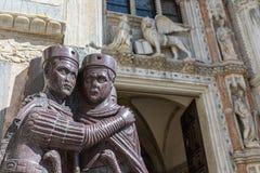 入口的大理石雕塑装饰对共和国总督的宫殿总督宫圣马尔谷教堂广场圣马可广场,威尼斯的, 库存图片
