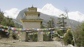 入口的弧对村庄的在尼泊尔村庄 影视素材