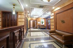 入口的招待会对商业中心 免版税图库摄影