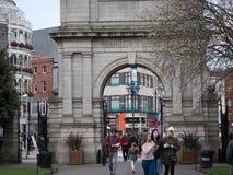 入口的拱道对圣斯蒂芬` s绿园,纪念对爱尔兰Fusiliers的战士 库存图片