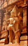 入口第二个塔的安全雕象 Brihadisvara寺庙古庙在坦贾武尔,印度 免版税库存照片