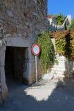 入口通过赫瓦尔岛镇城市墙壁  图库摄影