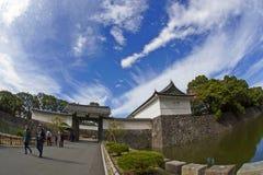 入口通过Nijubashi桥梁,东京故宫 免版税库存照片