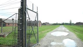 入口门和集中营的电篱芭与营房的 影视素材