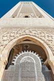 入口门哈桑II清真寺尖塔卡萨布兰卡 免版税图库摄影