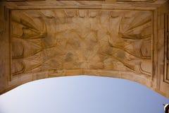 入口门廓对Taj Mahal的大理石最高限额 免版税库存图片