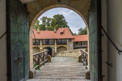 入口门浪漫城堡 免版税库存照片